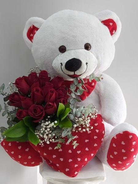Sevgiliye Ayıcık ve Güller