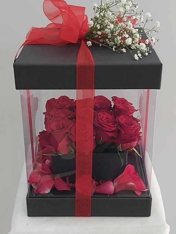 Kutuda Romantik Güller